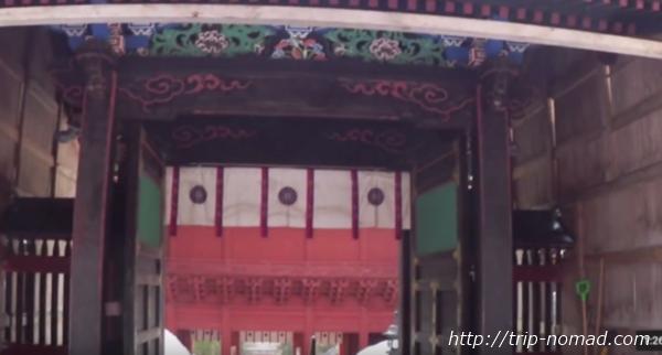 青森県弘前市『岩木山神社』社殿前の門