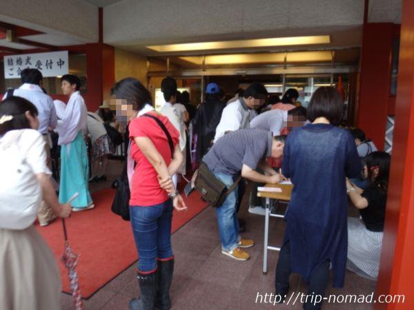 神田明神『夏越大祓式』「明神会館」入口前に設置されたテーブル