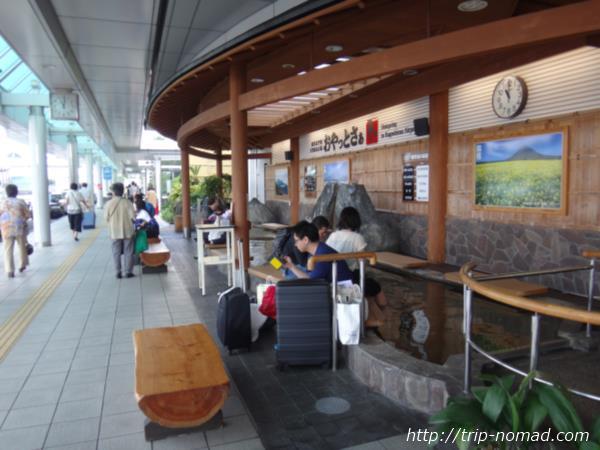 鹿児島空港高速バス乗り場の足湯「おやっとさぁ」