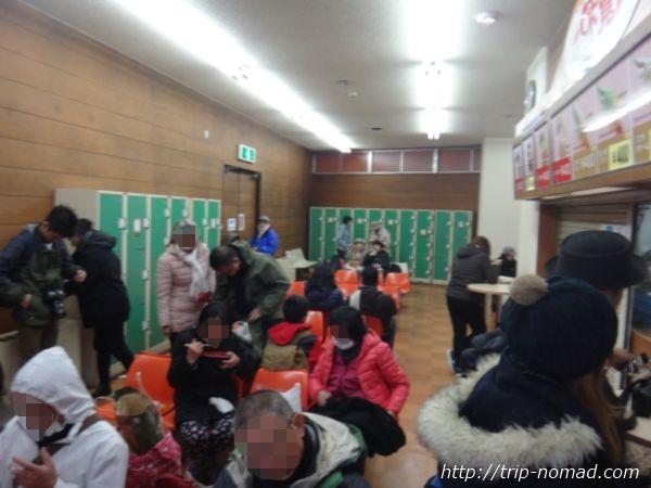 立山黒部アルペンルート『雪の大谷ウォーク』「室堂ターミナル」内飲食スペース