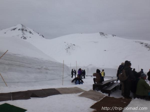 立山黒部アルペンルート『雪の大谷ウォーク』「室堂ターミナル」3階の展望台からの景色