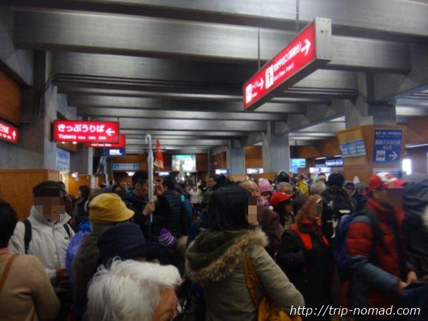 立山黒部アルペンルート『雪の大谷ウォーク』「室堂ターミナル」での大混雑