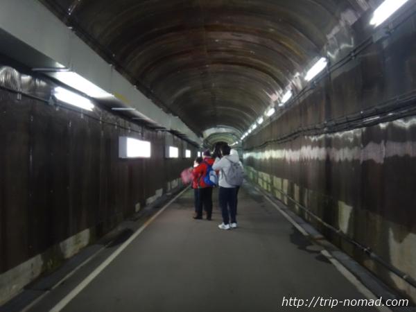 「黒部ダム」駅トンネル通路