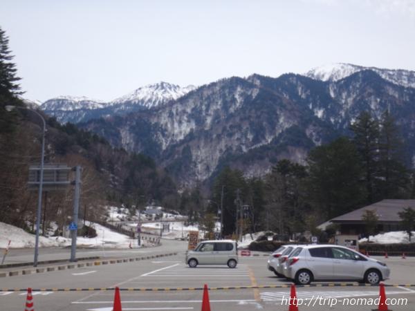 「レスト&スパ アルプス街道平湯」から見える冬山