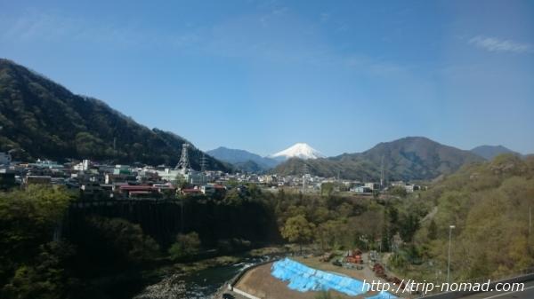 「H.I.S」さんの「立山黒部アルペンルート・雪の大谷ウォーク」ツアー・中央道から見える富士山
