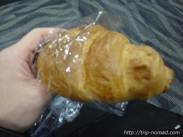 羽田空港「エアポートラウンジ(南)」軽食のパン