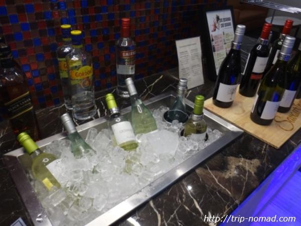 『SATSプレミアラウンジ』赤ワイン白ワイン