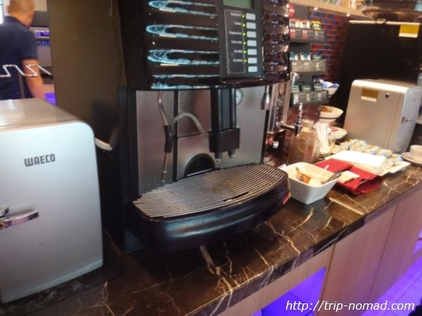 『SATSプレミアラウンジ』コーヒーマシン