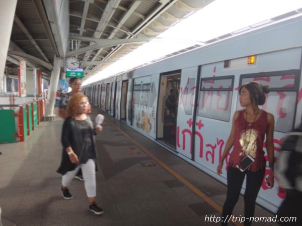 バンコク『BTS』電車の車体