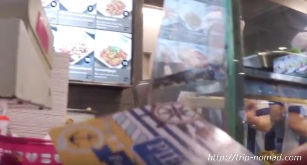 バンコク・フードコート『ピア21』注文方法・チャージしたカードをレジに出す