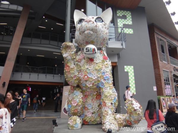 バンコク『SIAM SQUARE ONE』巨大なネコのオブジェ