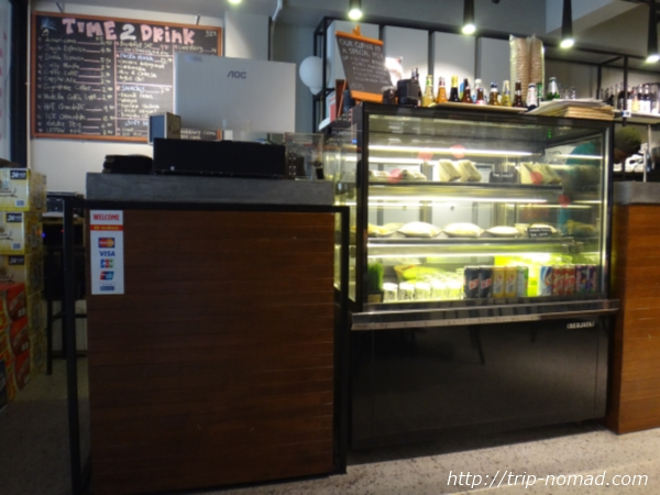 『タイム カプセル ホテル』フロントカフェスペース