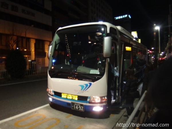 名古屋駅前停車しているミルキーウェイのバス