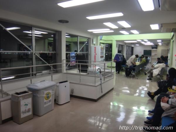 『品川バスターミナル』待合室