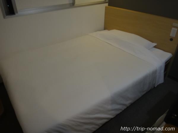 『スーパーホテル新潟』室内ベッド