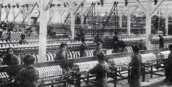 昔の桐生の織物工場