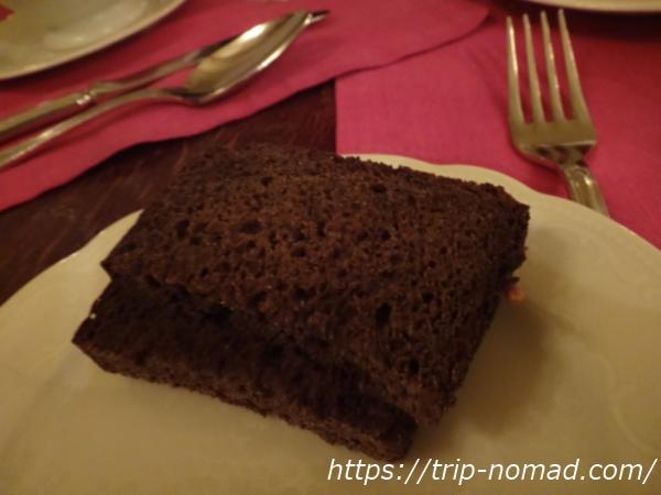 ロシア・モスクワ『カフェ・プーシキン』黒パン画像