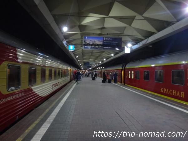 ロシア『グランドエクスプレス』と「レッドアロー(赤い矢号)」画像