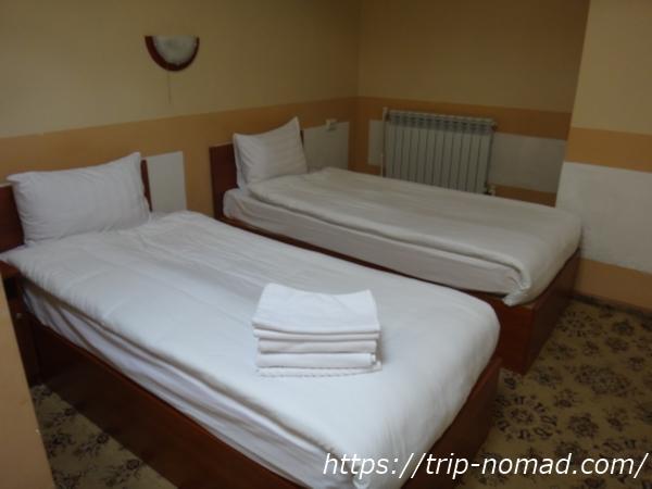 『マトリョーシカ ホテル』ベッド