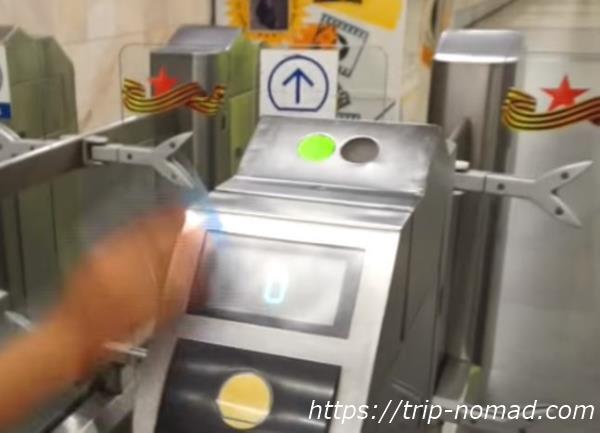 『モスクワ『メトロ(地下鉄)』の自動改札グリーンランプ&デジタル数字表示画像