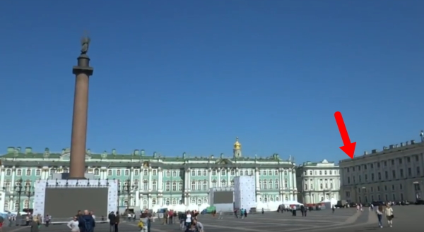 ロシア・サンクトペテルブルグ『エルミタージュ美術館』前の「宮殿広場(Palace Square)」画像