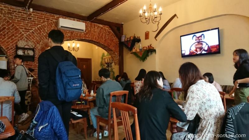 ウラジオストク・ブリヌイ専門店『ウフ・トゥイ・ブリン』店内画像