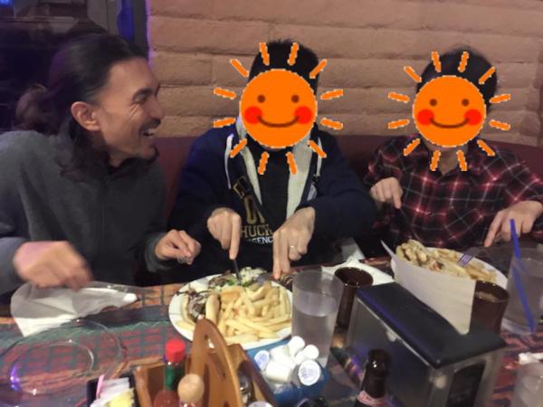 『ブルームーン・カフェ(Blue Moon Cafe)』食事風景画像