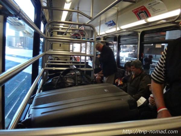 『フェニックス空港・レンタカーセンター(Rental Car Center)』シャトルバス車内画像