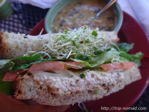 『Wildflower Almond Tuna(ワイルドフラワー アーモンド ツナ)サンドイッチ』画像