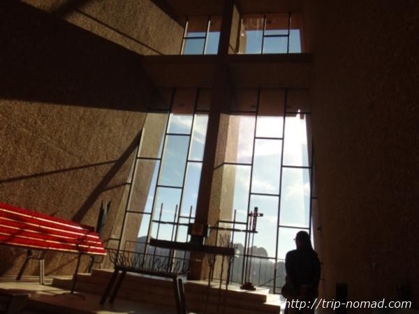 『チャペル オブ ザ ホーリークロス(Chapel of the Holy Cross)』教会内画像
