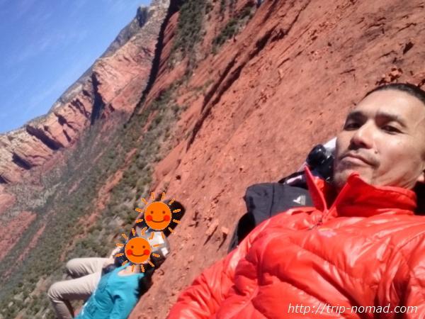 『ベルロック(Bell Rock)』中腹付近で昼寝画像