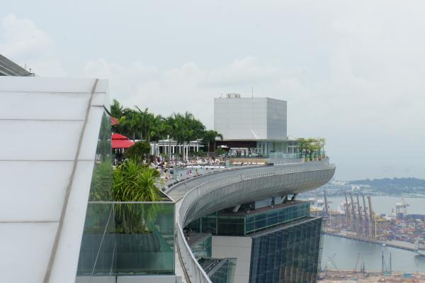 【シンガポール】あのSMAPのCMで有名な「マリーナ・ベイ・サンズ」の展望台に上ったぞ【動画あり】