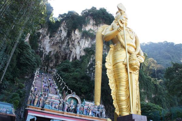 マレーシア最大のパワースポット&ヒンドゥー教の聖地『バトゥ洞窟』の巨大鍾乳洞のスケールがスゴすぎ【動画あり】
