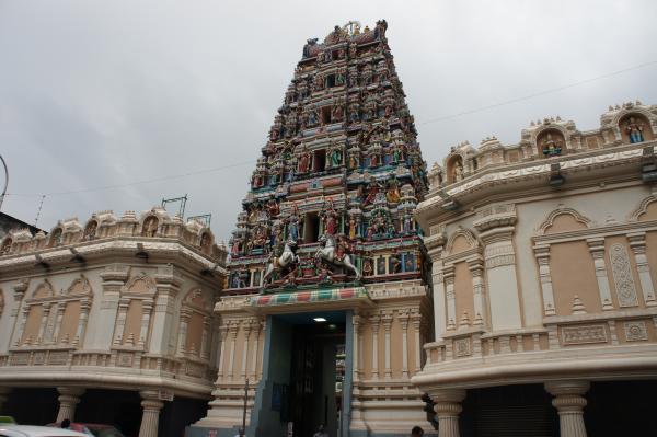【マレーシア】クアラルンプールに行ったら【スリ・マリアマン寺院】のゴプラムを見逃すな!