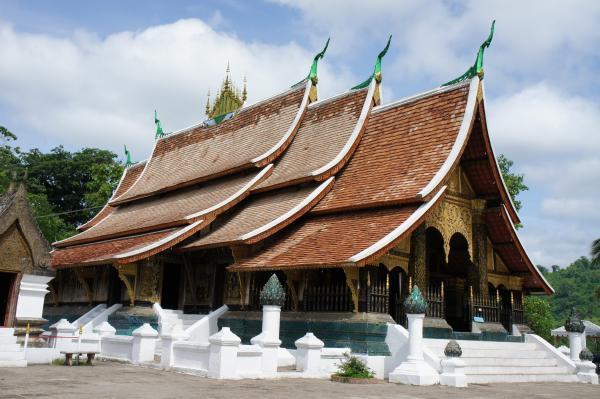 ルアンパバーンで一番美しいお寺【ワット・シェントーン】でラオス建築美を味わう