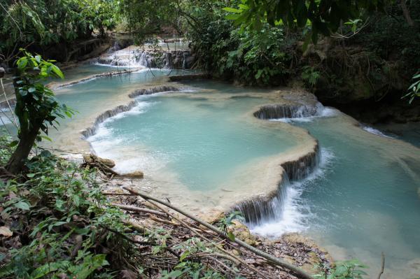 【ラオス】ルアンパバーンの秘境『クアンシー滝』!エメラルドグリーンの滝壺で水浴びだ!