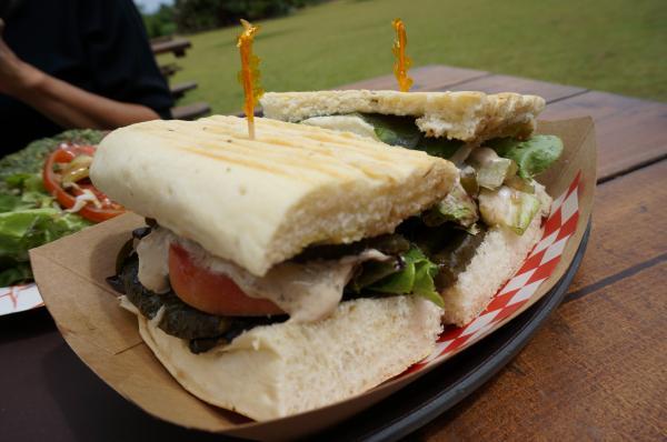 【ハワイ】『カフクファーム』の取れたて新鮮食材をたっぷり使用した「パニーニ」と「ピザ」が激ウマ!