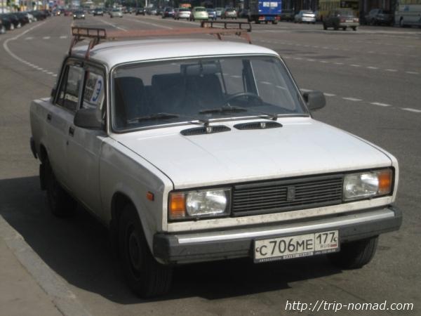 【ロシア】これがロシアの自動車だ!ソビエト時代の廃れゆく旧車の無骨デザインを見よ!