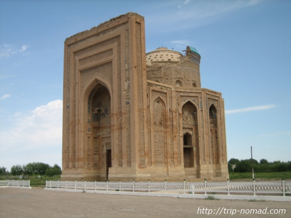 【トルクメニスタンの世界遺産①】『クフナ・ウルゲンチ』で中央アジアでいちばん高いミナレットを見てきたよ!