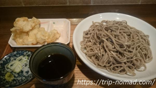 【馬喰町・小伝馬町】圧巻の太さと風味の十割蕎麦『東京バッソ』!揚げたてサクサクの「とり天」ランチセットは超お得♪